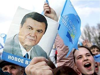 Янукович уверен, что напугал Витю и Юлю